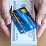 クレジットカードとドル紙幣
