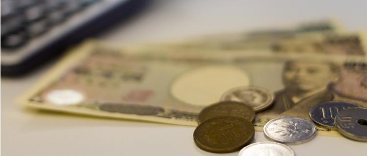 一万円札と小銭