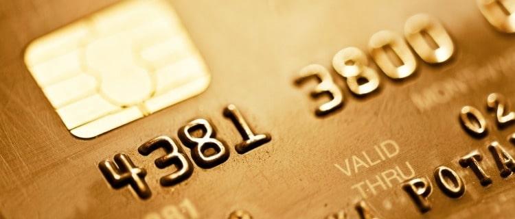 ゴールドカードを利用する年収の目安は?